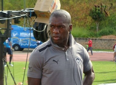 Seedorf comemora classifica��o do Botafogo e evita falar do Milan