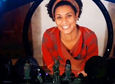 Katy Perry recebe família de Marielle no palco e faz homenagem à vereadora em show no Rio