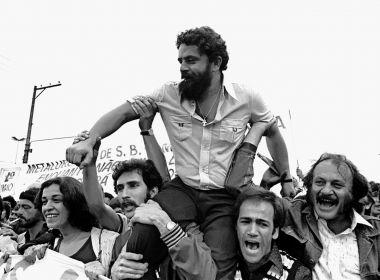 Autografadas, fotos históricas de Lula vão a leilão com lance mínimo de R$ 1.313