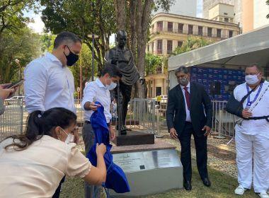 Em inauguração de estátua de Gandhi, Neto destaca papel geopolítico de Índia e Brasil