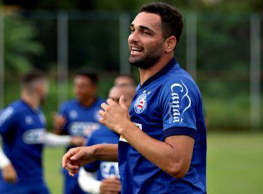 Gilberto treina com elenco do Bahia e vai enfrentar o Paraná. Foto  Felipe  Oliveira   EC Bahia 8f996d39adcec
