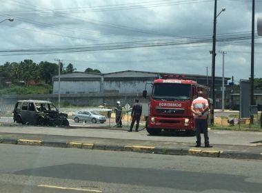 Carro do presidente do Bahia pega fogo em Simões Filho