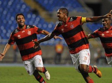 Com dez em campo, Flamengo vence e afunda o Bahia no Z4