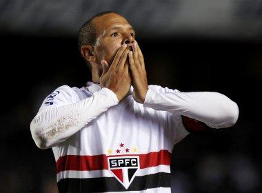 Luís Fabiano celebra triunfo diante do Goiás: 'O time está jogando bem'
