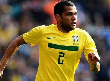 Daniel Alves é cortado da Seleção após fratura na clavícula