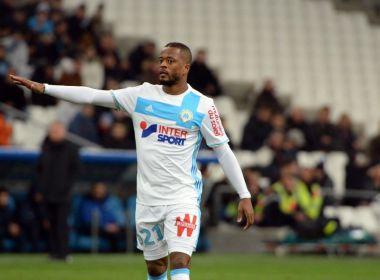 Uefa e Olympique de Marselha vão investigar agressão de Evra a torcedor   assista eb8cd5c17bc1c