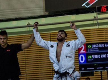 Líder do ranking mundial de Jiu-Jitsu, baiano supera dificuldades para se manter nos EUA