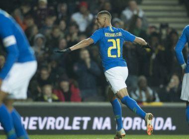 Richarlison marca e Brasil vence último amistoso do ano; Neymar sai machucado