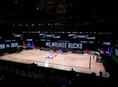 Protesto na NBA: Milwaukee Bucks boicota jogo dos playoffs contra violência policial aos negros