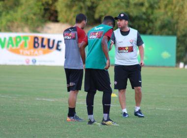 Osmar Loss comanda treino com intensidade de olho no Atlético-GO
