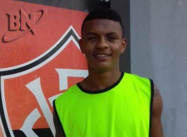 Presidente do Vitória oficializa contratação de Negueba; atleta assina por cinco anos