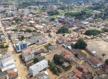 Sobe para 15 número de mortos pela chuva em Santa Catarina