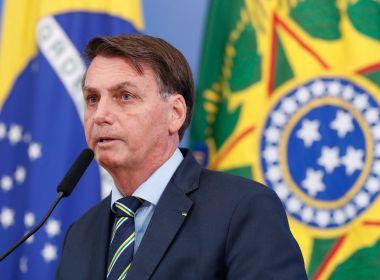 Bolsonaro faz novos ataques a Barroso e acusa presidente do TSE de buscar 'eleição suja'