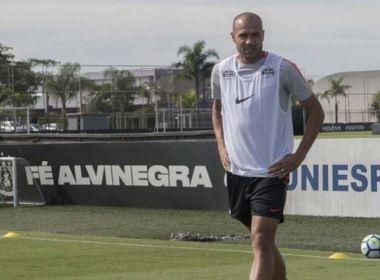 Sem espaço, Roger rescinde contrato com Corinthians