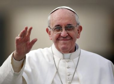 Papa Francisco lança perfil em app que permite a seguidores 'rezarem' com ele