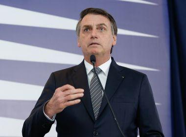 Bolsonaro diz ter mais poder que Maia por ter 'caneta para editar decretos'