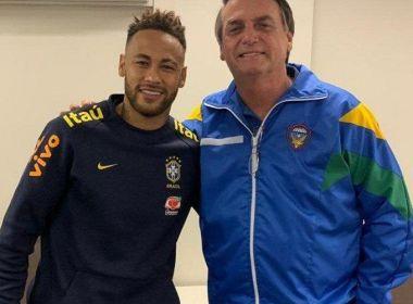 Bolsonaro visita Neymar em clínica de Brasília