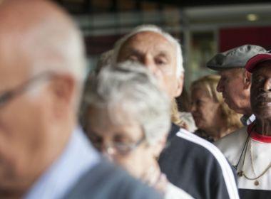 Com crise econômica, aposentados pegam mais empréstimos consignados