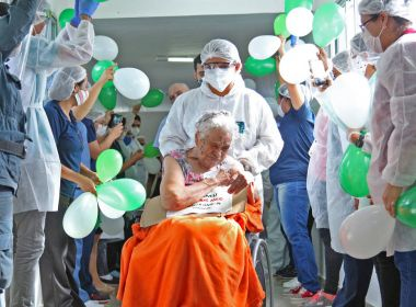 Idosa de 105 anos tem alta após 30 dias internada com Covid-19