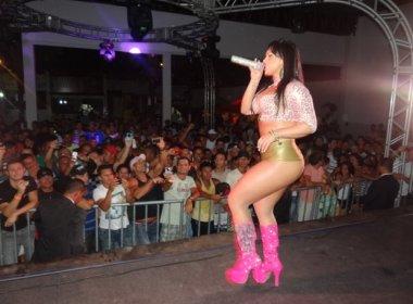Mulher Melancia faz show de shortinho provocante em Salvador