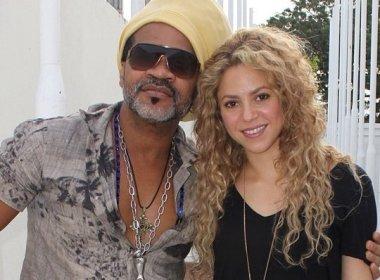 Shakira grava com Carlinhos Brown e posta foto nas redes sociais