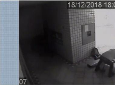 Repórter de afiliada da Globo é afastado após ser filmado espancando idoso; assista
