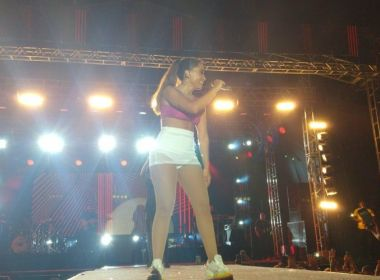 Com forte chuva, palco desabada durante show de Anitta no Ceará; cantora passa bem