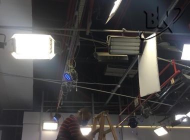 Ao vivo, estúdio do 'Balanço Geral' da TV Itapoan tem princípio de incêndio