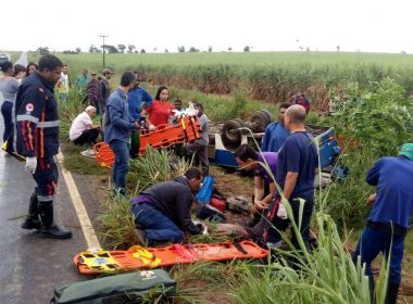 Ibirapuã: Ônibus com trabalhadores rurais tomba na BA-693 e deixa 12 feridos