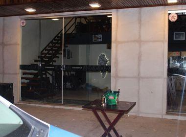 Teixeira de Freitas: Dupla chega de moto em bar, mata dois e deixa um ferido