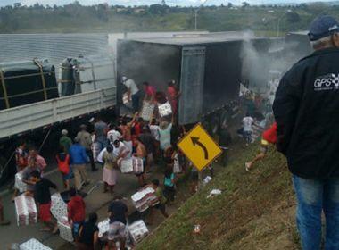 Planalto: Carga de papel higiênico é saqueada após carreta pegar fogo na BR-116