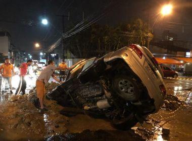 Itabuna: Caminhonete é 'engolida' por cratera aberta por empresa de abastecimento local