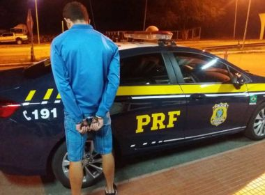 Jequié: Homem e mulher foragidos da Justiça são presos em ônibus