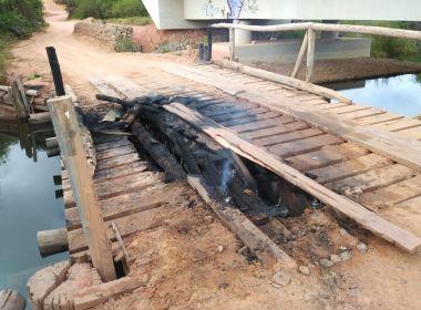 Prado: Ponte de madeira que dá acesso a distrito é incendiada