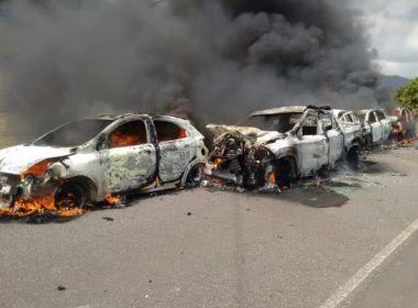 Acidente deixa cinco carros incendiados na BR-415 em Itororó
