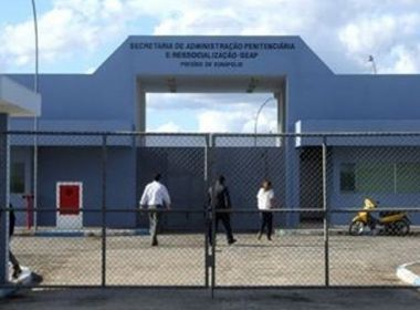 Detento é espancado por mais de 30 presos durante banho de sol no presídio de Eunápolis