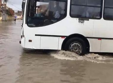 Cruz das Almas: Chuva alaga várias ruas e atinge via que recebeu pavimentação recente
