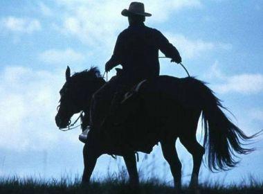 Conceição do Coité: Homem é suspeito de praticar assaltos montado em cavalo