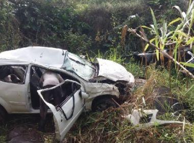 Cantor e pai ficam feridos após carro cair de despenhadeiro em Itapebi