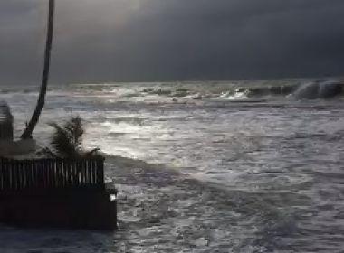 Arembepe: Turista morre afogado; mau tempo derruba parte de restaurante