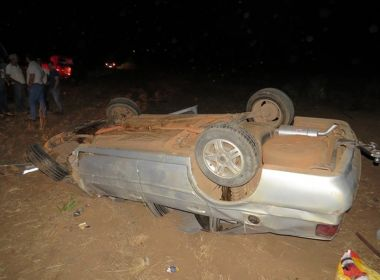 LEM: Idoso fica ferido após passar mal ao volante e carro capotar na BR-020