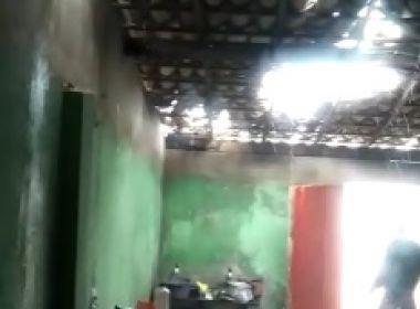 Entre Rios: Temporal derruba parte de teto de casa, arrasta cadeiras e alaga ruas