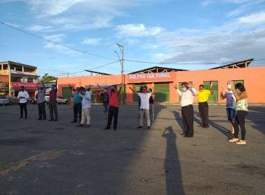 Ipiaú: Grupo de evangélicos se encontra em praça para fazer orações
