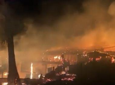 Trancoso: Incêndio destrói restaurante e vegetação de hotel; veja vídeo