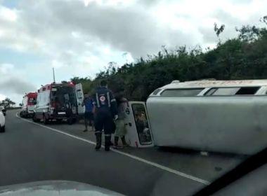 Ilhéus: Sete de mesma família ficam feridos após acidente com Kombi na BR-101