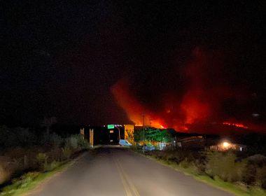 Incêndio florestal afeta cidades de Mucugê e Andaraí; Corpo de Bombeiros envia aviões