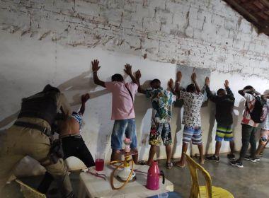 Riachão das Neve: PM-BA encerra festa com 500 pessoas em povoado