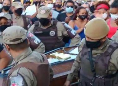 Itabuna: Corpo de soldado é enterrado sob palmas de policiais e amigos