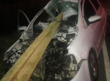 Brumado: Acidente deixa mulher em estado grave; ferro de proteção atravessou veículo