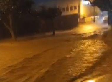 Itaquara: Chuva 'transforma' rua em rio; moradores relatam temporal